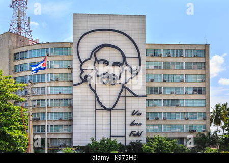 'Vas Bien Fidel' mural of Camilo Cienfuegos on the Cuban Ministry of Information and Communications, Plaza de la - Stock Photo