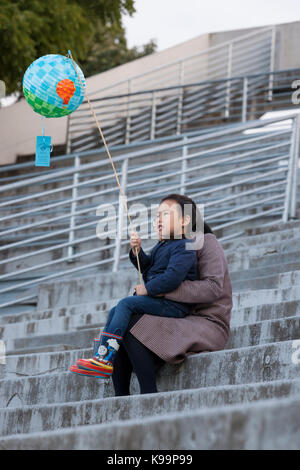 Seattle, Washington, USA. 21st Sep, 2017. A mother with young boy at the Aqua Theater before the Luminata Lantern - Stock Photo