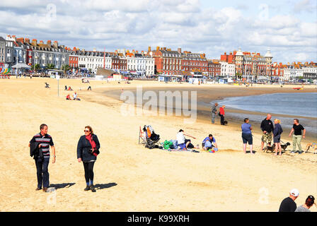 Weymouth, UK. 22nd Sep, 2017. UK Weather. Summer hangs on in Weymouth, on what is officially the first day of Autumn - Stock Photo