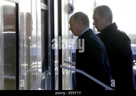 Ulyanovsk, Russia. 22nd Sep, 2017. Russia's President Vladimir Putin (L) and Moscow Mayor Sergei Sobyanin attend - Stock Photo