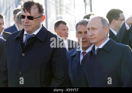 Ulyanovsk, Russia. 22nd Sep, 2017. Russia's President Vladimir Putin (R) and Tatarstan Republic President Rustam - Stock Photo