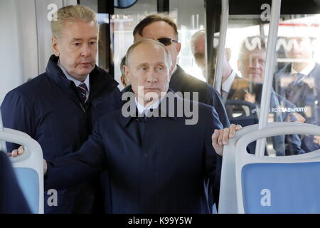 Ulyanovsk, Russia. 22nd Sep, 2017. Moscow Mayor Sergei Sobyanin (L) and Russia's President Vladimir Putin attend - Stock Photo