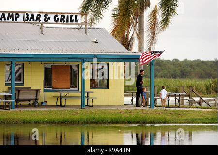 Geneva, United States. 22nd Sep, 2017. September 22, 2017- Geneva, Florida, United States - People look out into - Stock Photo