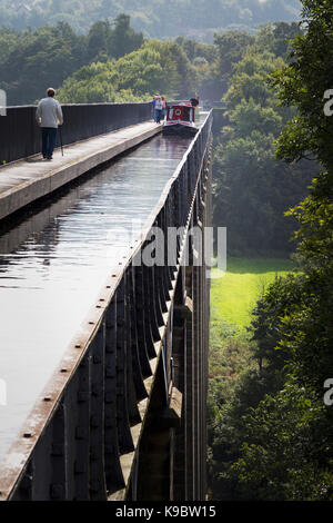 Llangollen, Denbighshire, Wales, United Kingdom.  The three hundred meters long Pontcysyllte Aqueduct which carries - Stock Photo