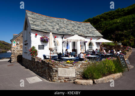 The Harbour Light Cafe (originally 16th-century: destroyed in floods 16th August 2004 and rebuilt April 2006). Boscastle - Stock Photo