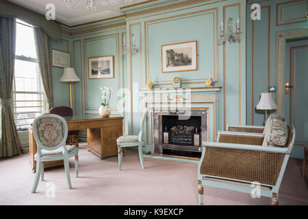 Classic English Sitting room in Nottingham Council House - Stock Photo
