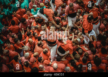 Barcelona, Spain. 23rd Sep, 2017. The 'Castellers de Barcelona' celebrate one of their human towers during Barcelona's city holiday 'La Merce' Credit: Matthias Oesterle/Alamy Live News