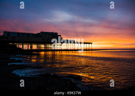 Aberystwyth Wales UK , Saturday 23 September 2017  UK Weather: A spectacular sunset over Aberystwyth pier and Cardigan - Stock Photo