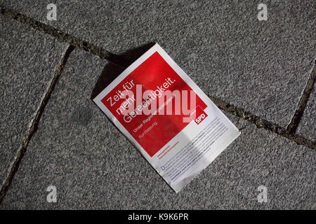 Berlin, Berlin, Germany. 24th Sep, 2017. A flyer on the ground after a Martin Schulz (SPD) campaign event at the - Stock Photo