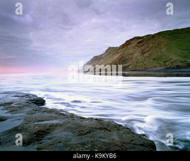 New Zealand. North Island. Auckland Region. West coast cliffs and tidal surge. - Stock Photo
