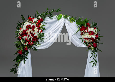 Beautiful Roses Flower Arch Wedding Decoration With Red