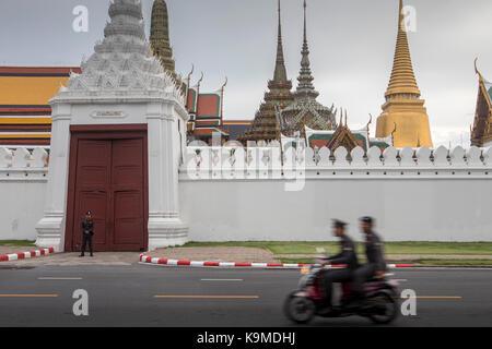 Street scene, in background the Emerald Buddha Wat Phra Kaeo temple, Grand Royal Palace, Bangkok, Thailand - Stock Photo