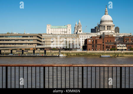 City of London Independant Boys School on Queen Victoria Street overlooking the River Thames in the Shadow of St.Pauls - Stock Photo