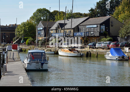 The bargemans rest public house and restaurant on the quay at Newport harbour on the Isle of Wight next to yachts - Stock Photo