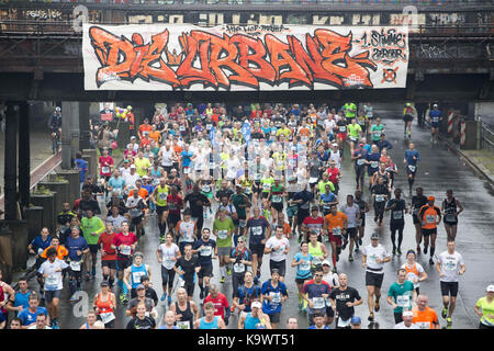 Berlin, Germany. 24th Sep, 2017. Runners make their way through Berlin's kreuzberg district during the city's 44th - Stock Photo