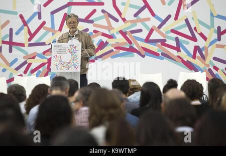 Zaragoza, Spain. 24th Sep, 2017. Zaragoza's Mayor, Pedro Santisteve, delivers a speech at the Public Office Assembly - Stock Photo