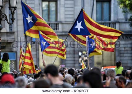 spain independence barcelona spain 24th sep 2017 a massive pro independence