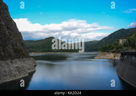 The lake and dam Vidraru in Arges country, Romania - Stock Photo