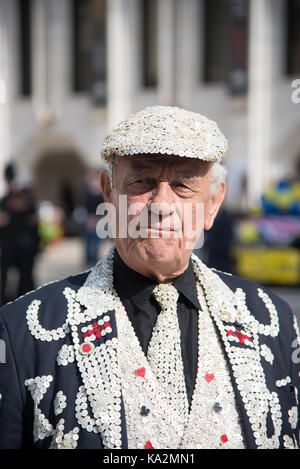 London, UK. 24 September 2017. Pearly Kings and Queens Harvest Festival. Credit: A.Bennett Credit: andrew bennett/Alamy - Stock Photo