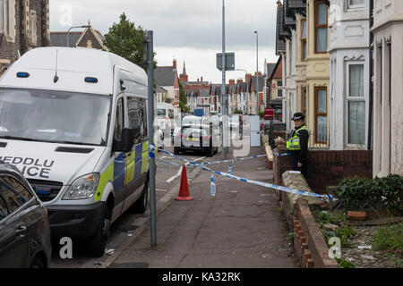Cardiff, Wales, UK. 25th Sep, 2017. Police presence outside a house in Roath, Cardiff, where a 20-year old man became - Stock Photo