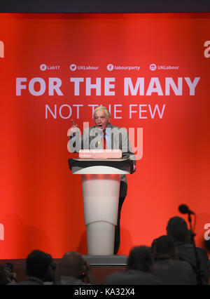 Brighton, UK. 25th Sep, 2017. Dennis Skinner MP speaking at the Labour Party Conference in The Brighton Centre today - Stock Photo