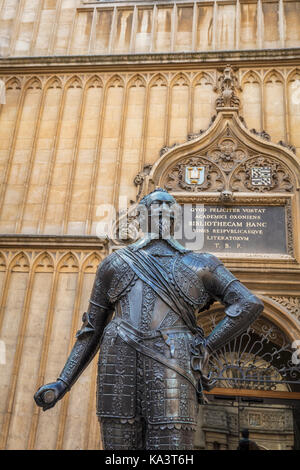 Statue of Sir Thomas Bodley in Oxford - Stock Photo