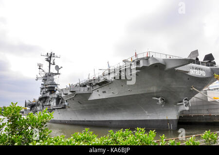 USS Intrepid permanently docked at Pier 86, a major attraction of the United States Navy Air and Space Museum, Manhattan, - Stock Photo