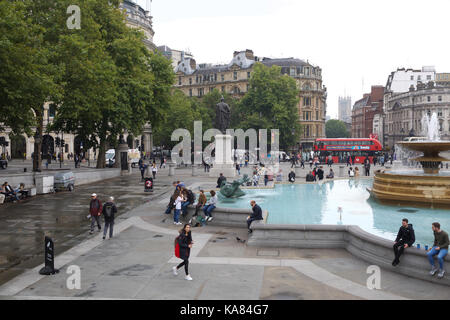 London, UK. 25th Sep, 2017. UK Weather. Dark and dismal start to Autumn in London Credit: Keith Larby/Alamy Live - Stock Photo