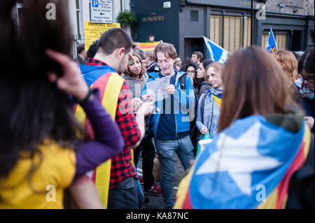 Edinburgh, UK. 25th Sep, 2017. People protest in front of Spanish consulate in Edinburgh. The rally organized by - Stock Photo