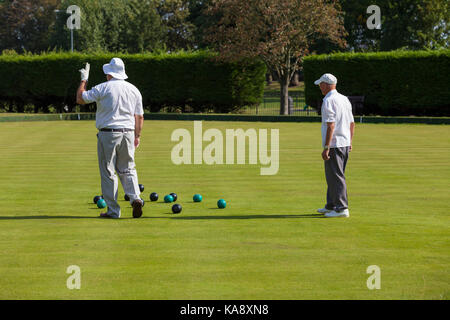 how to play lawn bowls nz