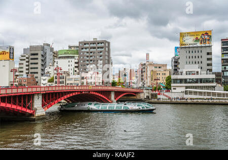 Sightseeing ship 'Himiko' of Tokyo Cruise Line at Sumida River at Asakusa in the Tokyo city center, Japan | Touristen - Stock Photo