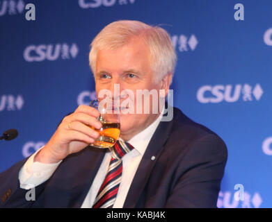 Munich, Germany. 25th Sep, 2017. Horst Seehofer After a long discussion in the party's caucus bavaria's prime minister - Stock Photo