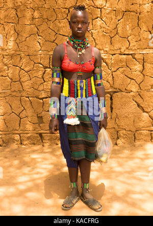 Stylish Bana girl going to Key Afer market, Omo Valley, Ethiopia - Stock Photo