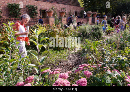 House of Gardening teaches practical experience to amateur gardeners at Bercy Park, Paris, France - Stock Photo