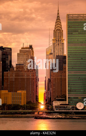 Manhattanhenge in NYC, along the 42nd street as viewed from Queens, across East River. Manhattanhenge is an event - Stock Photo