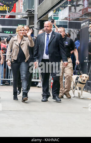 New York, United States. 26th Sep, 2017. The actress Kate Winslet is seen next to a television studio in which she - Stock Photo