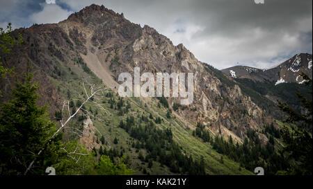 View from Leckie Creek Valley towards one of the peaks of the Eldorado mountains (South Chilcotin Mountain Park, - Stock Photo