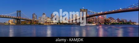 Evening panoramic view of Brooklyn Riverfront between the Manhattan Bridge and Brooklyn Bridge. Dumbo, Brooklyn, New York City Stock Photo