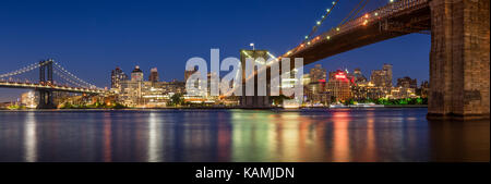 Evening panoramic view of Brooklyn Riverfront between the Manhattan Bridge and the Brooklyn Bridge. Dumbo, Brooklyn, New York City Stock Photo