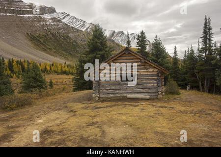 Halfway Hut, vintage landmark log cabin on great hiking trail to Skoki area of Banff National Park near Lake Louise - Stock Photo