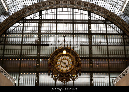 Musée d'Orsay Clock, Victor Laloux, Main Hall , Paris - France Housed in the former Gare d'Orsay, a Beaux-Arts railway - Stock Photo