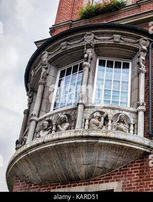 Berlin, Wittenau, Town hall, Reinickendorf Rathaus.Building detail, Bay window with sculptures - Stock Photo