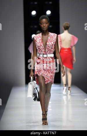Paris, France. 27th Sep, 2017. A model presents a creation of Lanvin during the fashion week for 2018 spring/summer - Stock Photo
