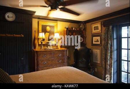 Warm Bedroom Interior at Porches B&B in New Hope Pennsylvania - USA - Stock Photo