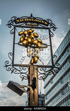 The Hoop and Grapes is a 17th century Grade II listed public house on Aldgate High Street, in London's East End. - Stock Photo