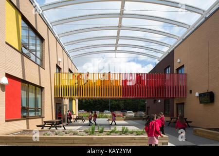 Exterior view of linkway between the new teaching blocks. Jubilee Wood Primary School, Milton Keynes, United Kingdom. - Stock Photo