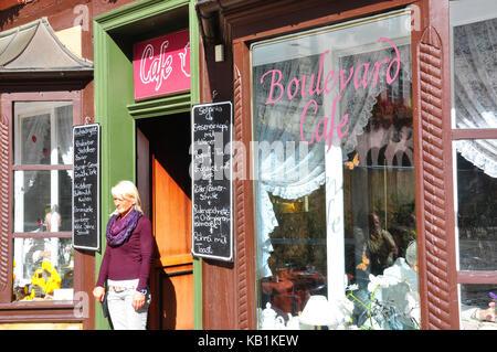 Germany, Saxony-Anhalt, Quedlinburg, in the market, boulevard cafe, nostalgically, service, - Stock Photo