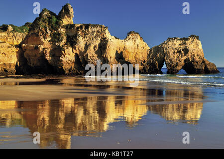 Portugal, Algarve, rock formations on the beach Prainha near Alvor, - Stock Photo