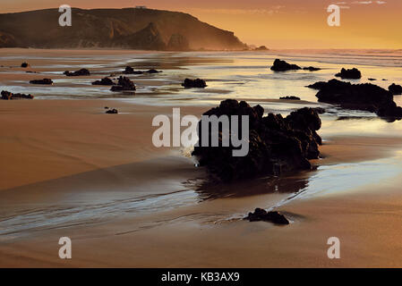 Portugal, Algarve, evening mood on the beach Praia do Amado in the nature reserve Costa Vicentina,
