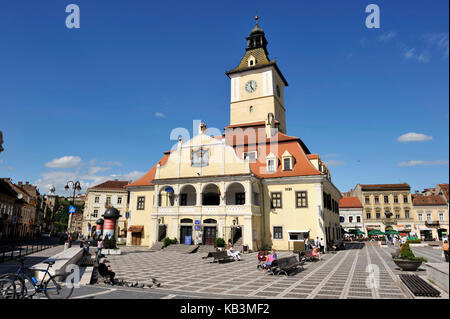 Romania, Transylvania, Brasov, Piata Sfatului (Council Square), casa Sfatului (Council House) - Stock Photo